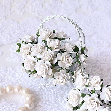 Цветы и флористика ручной работы. Ярмарка Мастеров - ручная работа Бумажные розы 1,5 см Белые Цветы для скрапбукинга. Handmade.