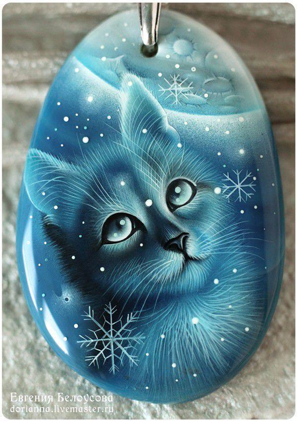 """Кулоны, подвески ручной работы. Ярмарка Мастеров - ручная работа. Купить Кулон с росписью """"Первый снег-2"""" (кот,кошка, зима, лаковая миниатюра). Handmade."""