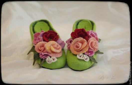 """Обувь ручной работы. Ярмарка Мастеров - ручная работа. Купить Валяные тапки шлёпки """"Летний позитиФф""""  Вещий войлок тапочки. Handmade."""
