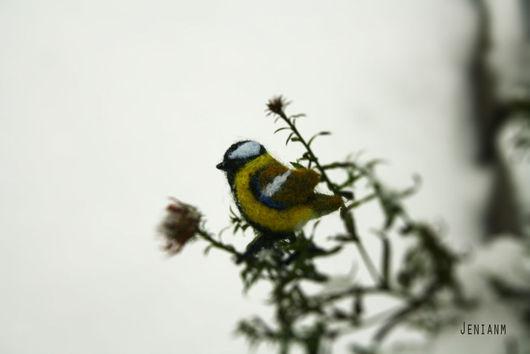 """Броши ручной работы. Ярмарка Мастеров - ручная работа. Купить Брошь """"Синичка"""". Handmade. Желтый, птица, валяние на каркасе, природа"""