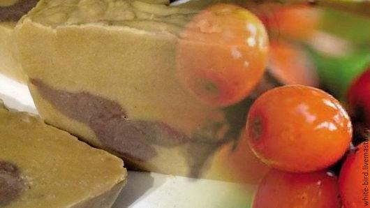 """Мыло ручной работы. Ярмарка Мастеров - ручная работа. Купить Натуральное мыло  """"Облепиха и черноплодная рябина"""".. Handmade. Оливковый"""