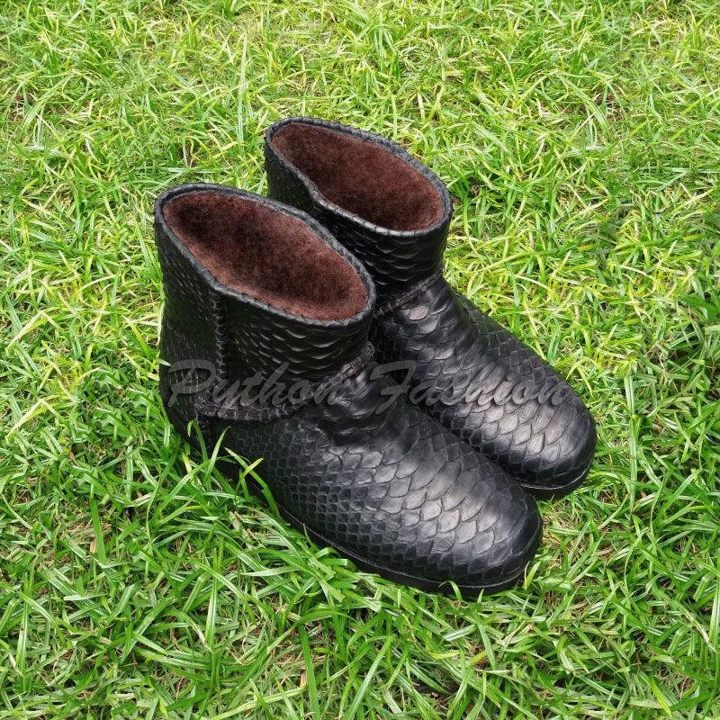 Boots from Python to fur. Winter fur boots from Python with a natural sheepskin. Lightweight women's warm winter handmade shoes. Women's winter boots from Python to fur. Economie boots with fur.