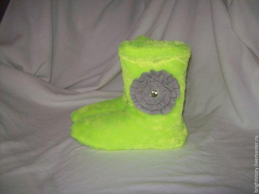 Обувь ручной работы. Ярмарка Мастеров - ручная работа. Купить Меховые сапожки. Handmade. Салатовый, угги, домашняя обувь