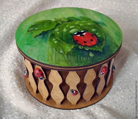 """Шкатулки ручной работы. Ярмарка Мастеров - ручная работа. Купить Шкатулка """"Julia"""" c божьей коровкой. Handmade. Зеленый, панно"""