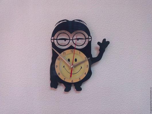 """Часы для дома ручной работы. Ярмарка Мастеров - ручная работа. Купить Часы из виниловой пластинки """"Миньон"""". Handmade. Черный, винил"""