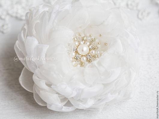 Свадебные украшения ручной работы. Ярмарка Мастеров - ручная работа. Купить Белый нарядный цветок, брошь-заколка. Handmade. Белый