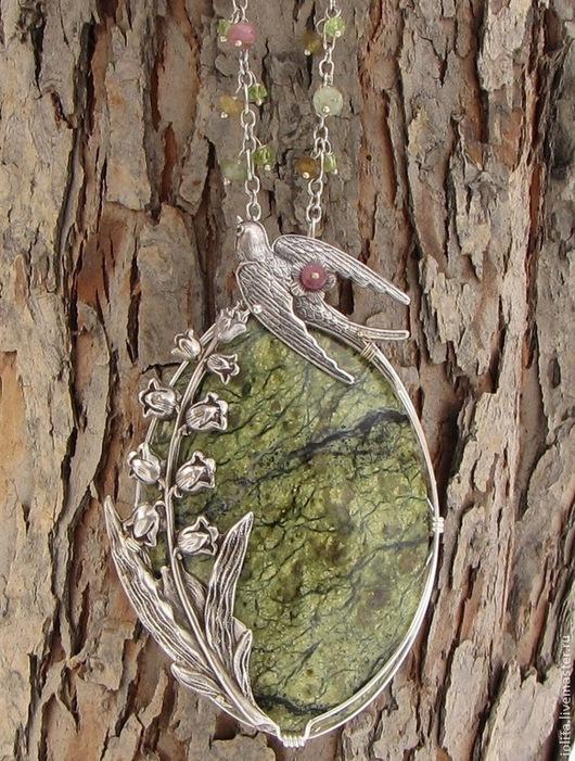 """Кулоны, подвески ручной работы. Ярмарка Мастеров - ручная работа. Купить Кулон """"На крыльях весны:)"""" с турмалином, змеевиком, хризолитом. Handmade."""