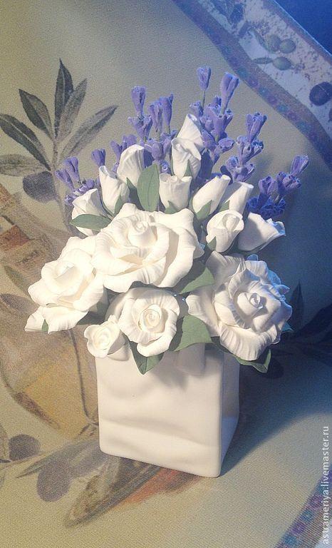 Интерьерные композиции ручной работы. Ярмарка Мастеров - ручная работа. Купить Букет с лавандой и белыми розами из полимерной глины. Handmade.