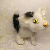 Мягкие игрушки ручной работы. Ярмарка Мастеров - ручная работа Беленький котик. Handmade.