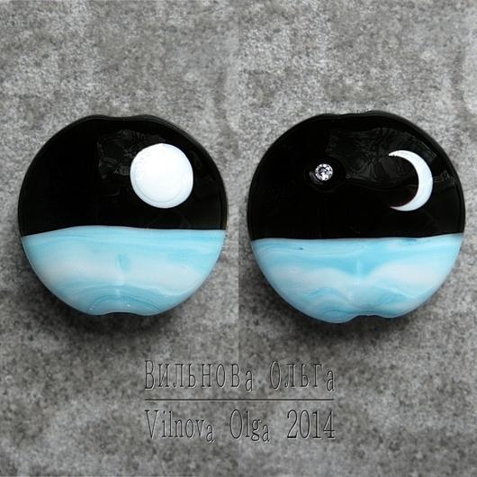 Кулонная бусина с фианитом Лунная Ночь d25мм, с одной стороны полумесяц и фианит, с другой стороны - полная луна.