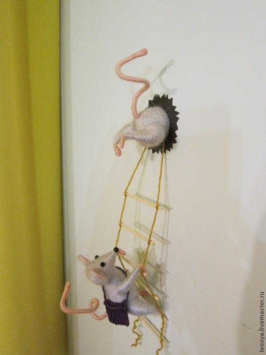 """Магниты ручной работы. Ярмарка Мастеров - ручная работа. Купить Магнит на холодильник """"Мышки-воришки"""". Handmade. Серый, улыбка, юмор"""