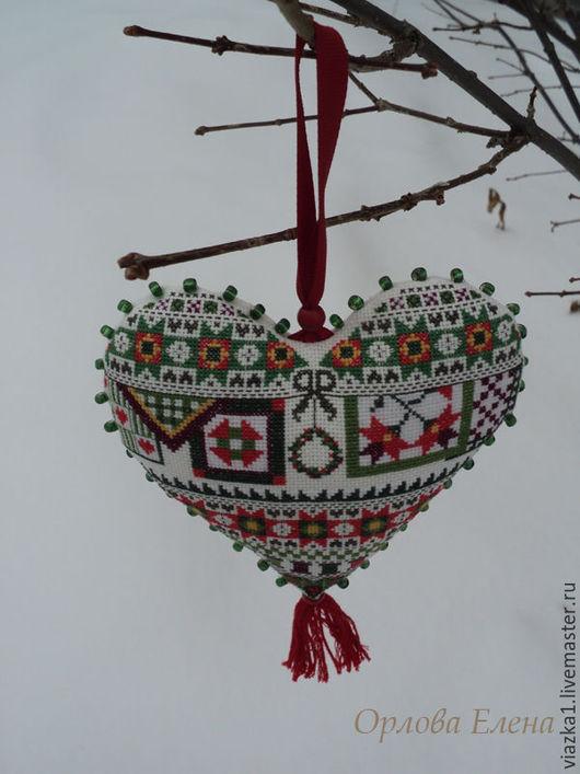 Сердечко Интерьерная подвеска, вышитый декор, вышитая подвеска, подвеска сердечка, декор для дома, вышивка, ручная работа, Орлова Елена