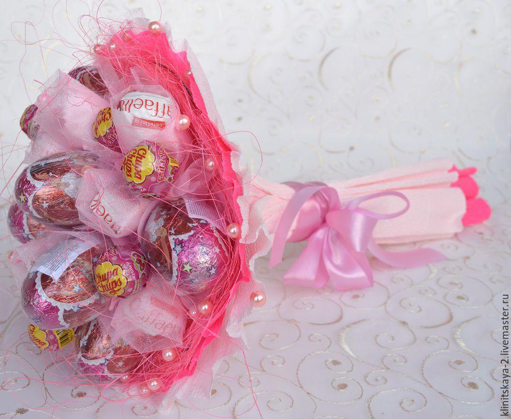 Подарок из конфет и киндеров 97