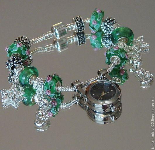 Элегантные и стильные Часы-браслет из нержавеющей стали      ЛЕТО .состоит из   бусин  шармов  6 шт,   из муранского стекла с серебряной вставкой16х8мм, стоппер,5 шт металлич