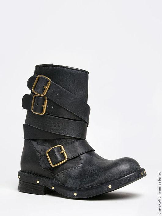 Стильные женские байкерские ботинки из натуральной кожи с пряжками и клепками, цвет черный