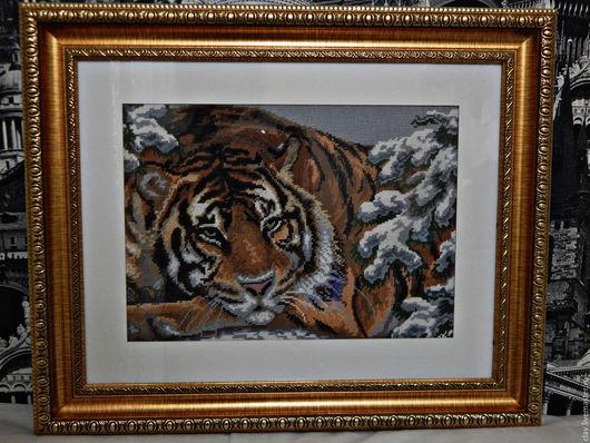 """Животные ручной работы. Ярмарка Мастеров - ручная работа. Купить Вышитая картина """"Тигр в сосновом лесу"""". Handmade. Коричневый"""
