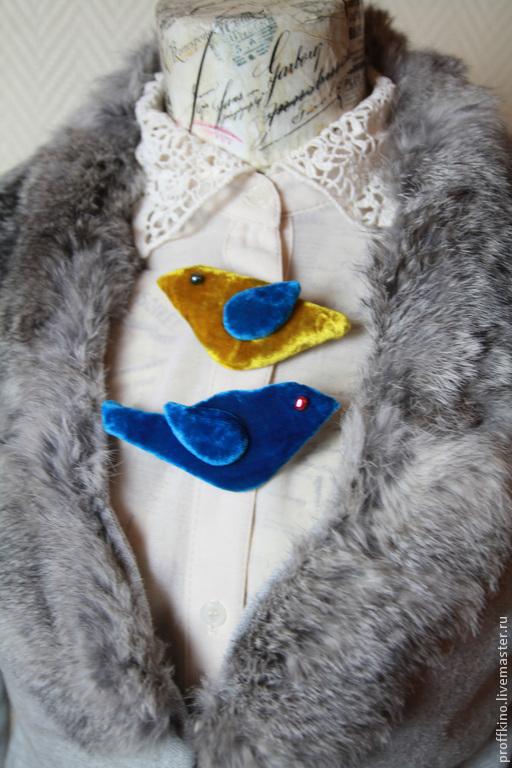 """Броши ручной работы. Ярмарка Мастеров - ручная работа. Купить брошь """"Птичка с голубым крылышком"""". Handmade. Желтый, синяя птица"""