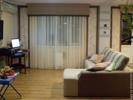 Сочетание японских панелей, муляжа римских штор и тюля из вуали. Шторы в гостиную.