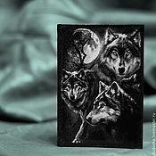 """Канцелярские товары ручной работы. Ярмарка Мастеров - ручная работа Кожаная обложка для паспорта """"Волки"""". Handmade."""