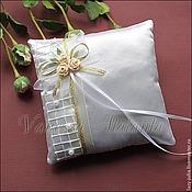 Свадебный салон ручной работы. Ярмарка Мастеров - ручная работа Подушечка для колец с кремовыми розами. Handmade.