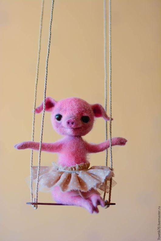 Игрушки животные, ручной работы. Ярмарка Мастеров - ручная работа. Купить мисс Пигги. Handmade. Розовый, войлочная свинка, шерсть