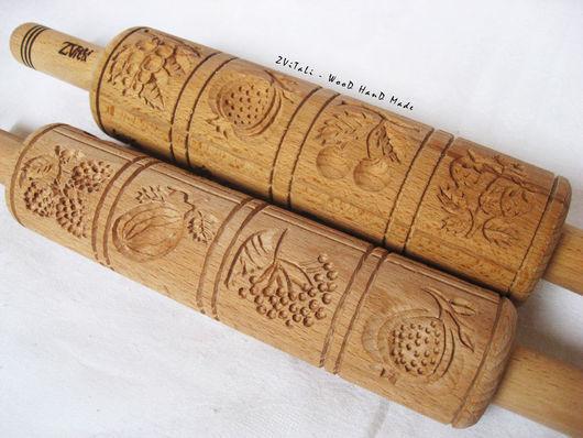 Скалка пряничная `ЯГОДКИ`  длина скалки 38 см.