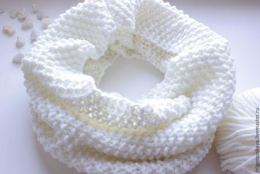 """Шарфы и шарфики ручной работы. Ярмарка Мастеров - ручная работа. Купить Снуд """"Стильный"""" (белый, бежевый, серый). Handmade. Белый"""