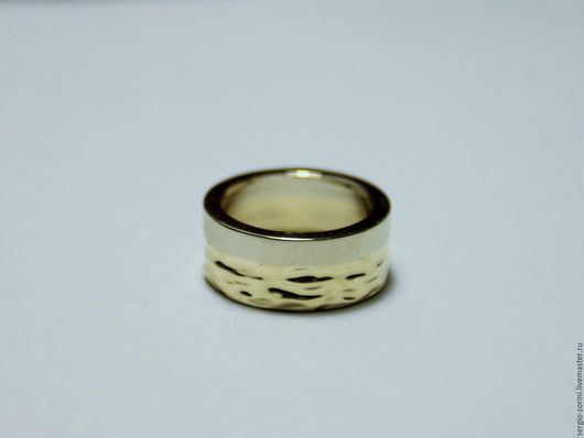 Кольца ручной работы. Ярмарка Мастеров - ручная работа. Купить Кольцо фактурное из белого и лимонного золота. Handmade. Золотой