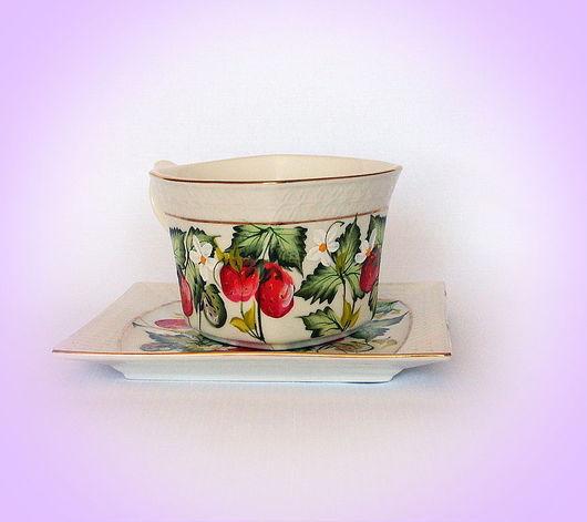 """Сервизы, чайные пары ручной работы. Ярмарка Мастеров - ручная работа. Купить Чайная пара с росписью """"Земляничная поляна""""( конфетка). Handmade."""