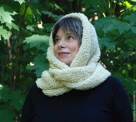 """Шали, палантины ручной работы. Ярмарка Мастеров - ручная работа. Купить Снуд-шарф букле """"Слоновая кость"""" (шерсть). Handmade."""