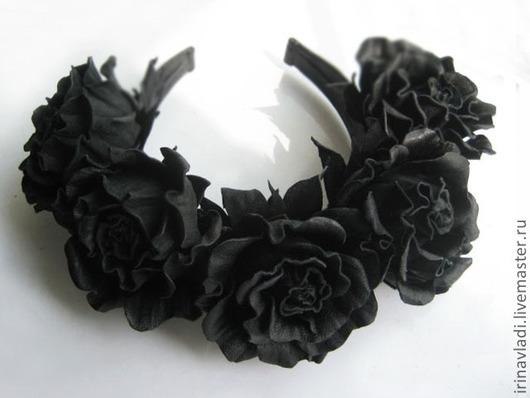 украшения из кожи черная роза, украшение для волос  ободок с розами,искусственные цветы ободок для волос, цветы ручной работы роза черная, изделия из кожи  обруч для волос, венок из черных роз,кожаны