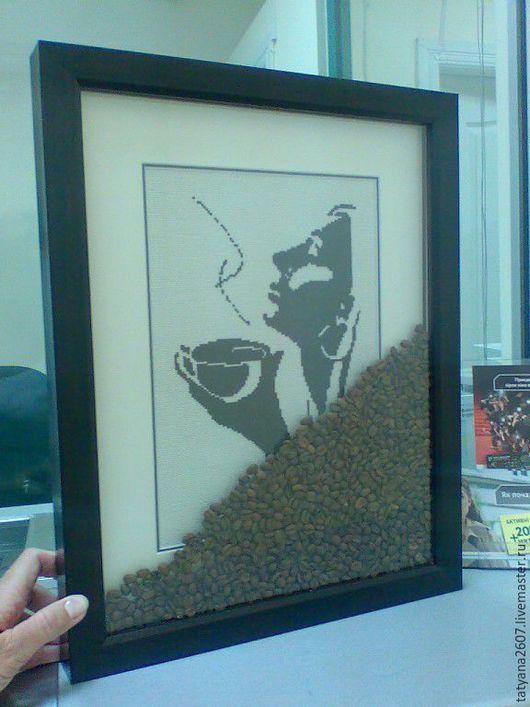 женщина с ароматом кофе будет отличным украшением квартиры,кафе.