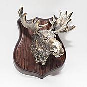 Скульптуры ручной работы. Ярмарка Мастеров - ручная работа Лось бронзовый на деревянном щите. Handmade.