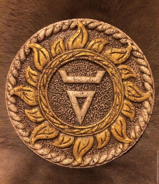 Символ `Велес` в золотом солнце (коричневый)