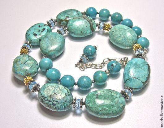 Бирюзовые бусы с серебром. Бусы из натуральных камней и серебра в позолоте. Ожерелье из натуральной бирюзы и серебра.