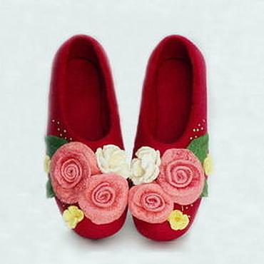 """Обувь ручной работы. Ярмарка Мастеров - ручная работа Валяные тапочкики """" Подари букет цветов"""" 8 марта. Handmade."""