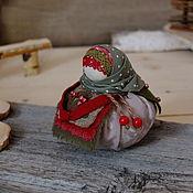 """Народная кукла ручной работы. Ярмарка Мастеров - ручная работа Благополучница Брусничное настроение"""". Handmade."""