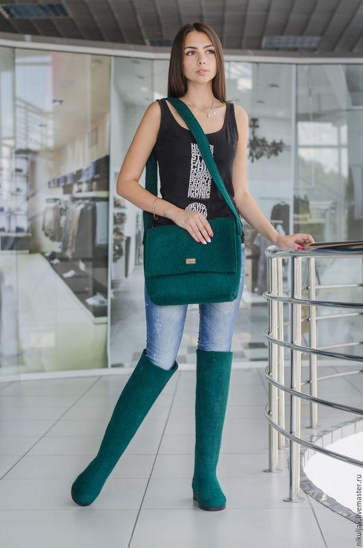 Обувь ручной работы. Ярмарка Мастеров - ручная работа. Купить Валяные ботфорты и сумка Emerald. Handmade. Зеленый, авторская работа