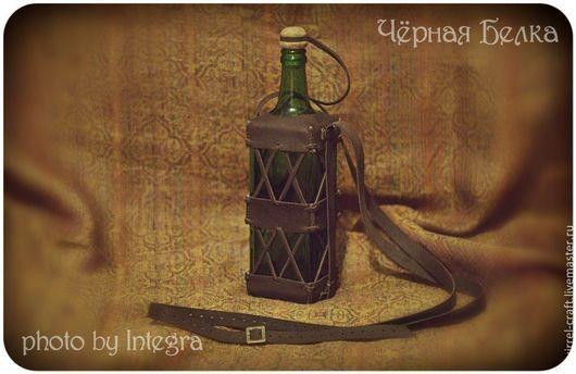 Ролевые игры ручной работы. Ярмарка Мастеров - ручная работа. Купить Бутыль зелёного стекла, оплетённая кожей. Handmade.