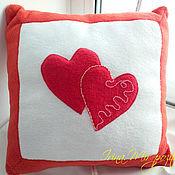 Подарки к праздникам ручной работы. Ярмарка Мастеров - ручная работа Подушка с сердцами. Подарок для любимых. Handmade.