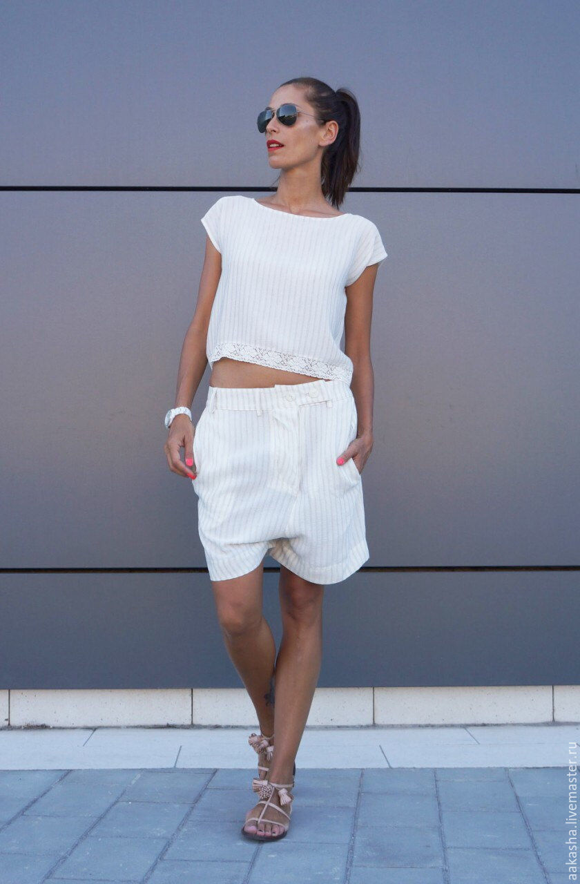 Короткие шорты в полоску,свободный стиль. Легкие, летние шорты,уникальный дизайн,комфорт. Дизайнерская одежда.