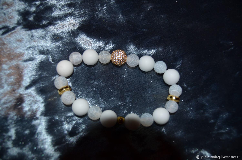 Белый браслет с золотой центральной бусиной, Браслет из бусин, Екатеринбург,  Фото №1