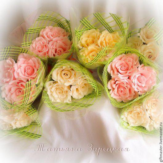 """Букеты ручной работы. Ярмарка Мастеров - ручная работа. Купить Букет из конфет """"Знак Внимания"""" (Три Розы). Handmade."""