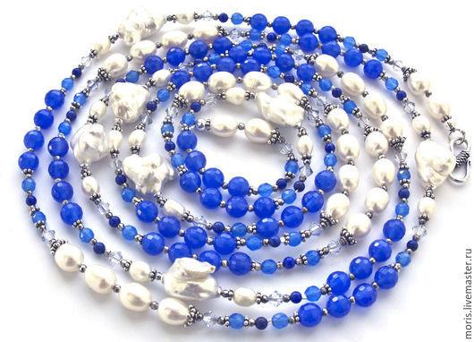 Длинные  бусы из серебра, натурального белого жемчуга и натуральных камней. Очень крупные красивые барочные  жемчужины и жемчуг в форме риса,  тонированный халцедон двух оттенков  голубого цвета.