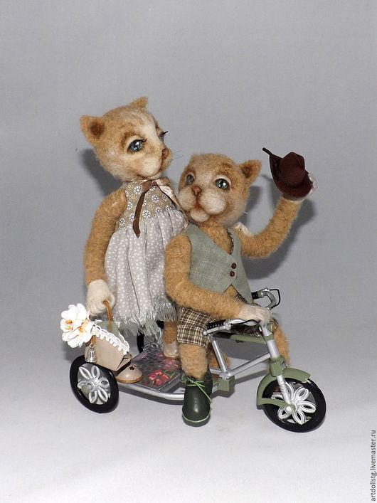 Куклы и игрушки ручной работы. Ярмарка Мастеров - ручная работа. Купить Котики велосипедисты. Handmade. Бежевый, кот игрушка, ленты
