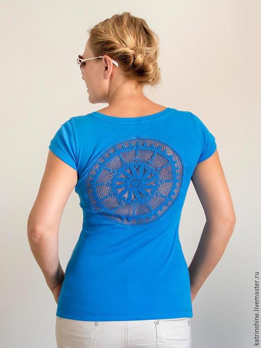 Футболки, майки ручной работы. Ярмарка Мастеров - ручная работа. Купить Синяя футболка с ажурной аппликацией на спине Размер S-M. Handmade.
