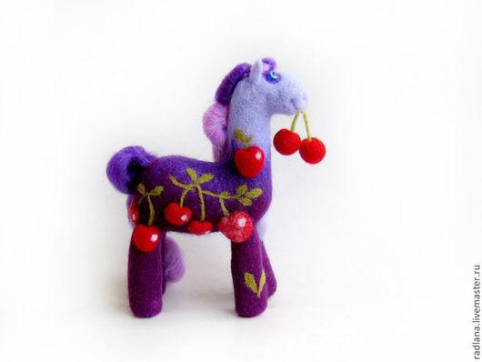 Игрушки животные, ручной работы. Ярмарка Мастеров - ручная работа. Купить Войлочная фигурка — Вишневая лошадь. Handmade. Подарок
