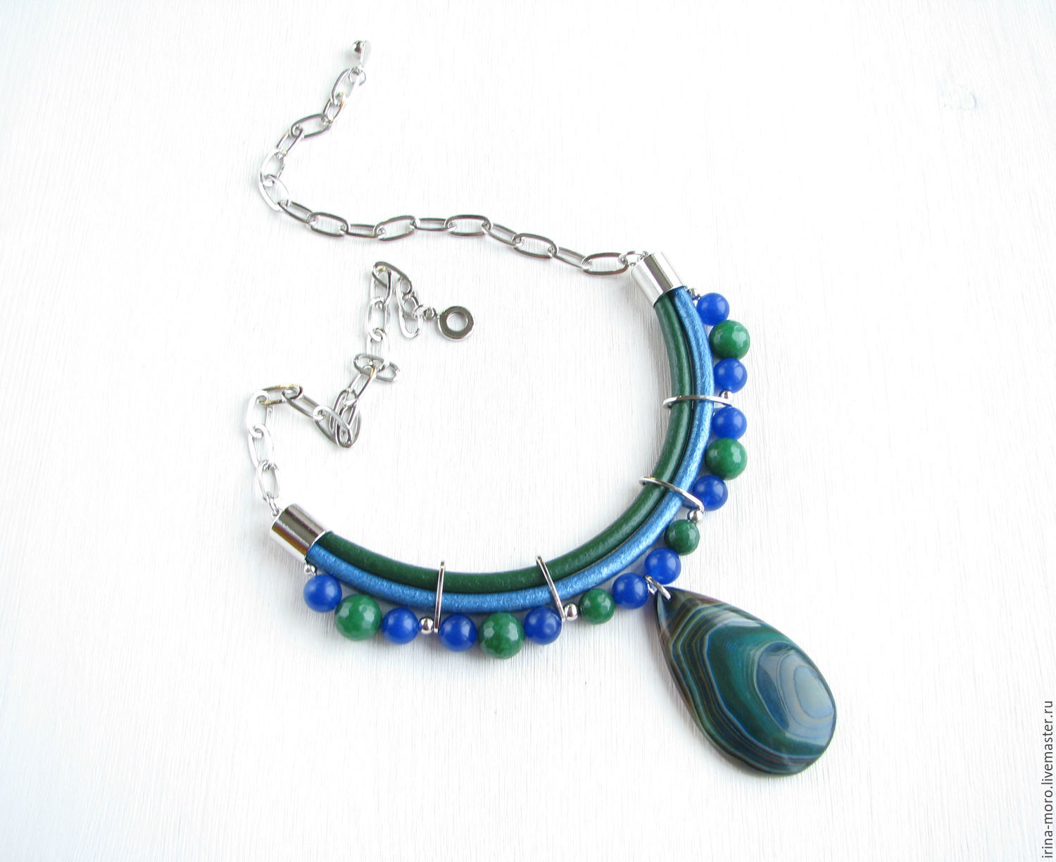Irina Moro.  handmade necklace. Irene Moreau. Gemstone necklace raboty a Splash of color`. Silver necklace with agate pendant and agate. Emerald necklace. necklace with pendant. Necklace pendant.