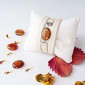 Украшения ручной работы. Ярмарка Мастеров - ручная работа Кожаный браслет Осиновые листочки на первом снегу Бело-рыжий. Handmade.