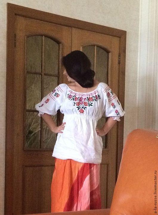 Девичья рубашка `Хохлатка` льняная с вышивкой